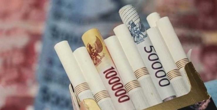 Meski harganya semakin mahal, rokok tetap saja diminati. Menurut kementrian kesehatan 1/3 penduduk Indonesia adalah perokok (Sumber: fctuntukindonesia.org)