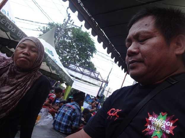 Jalan bersama saat buka puasa di salah satu masjid di Kota Denpasar (Sumber: dokumen pribadi)