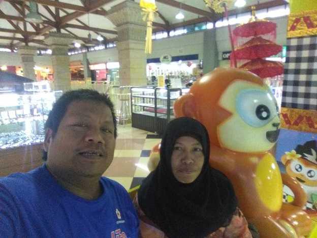 Ngabuburit dengan melihat orang-orang main game zone di salah satu pusat perbelanjaan di Kota Denpasar (Sumber: dokumen pribadi)