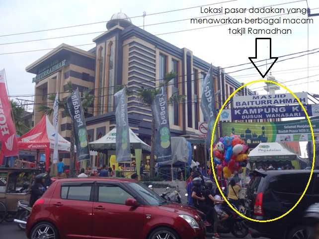 Pasar Takjil Kampung Jawa, pasar dadakan yang terkenal di di samping Masjid Baiturrahmah Kampung Jawa Denpasar (Sumber: dokumen pribadi)
