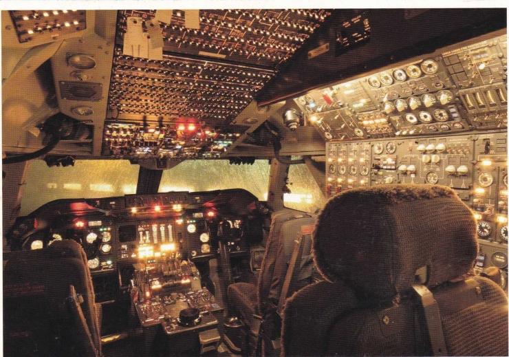 Kartu pos bergambar kokpit Boeing 747-206B dari Aviodrome. (www.postcrossing.com/postcards/NL-4111677)