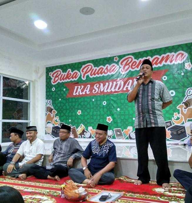 Kepala Sekolah Sudarman, M.Pd, M.M saat memberi sambutan. Foto: Facebook Husniati Abbas