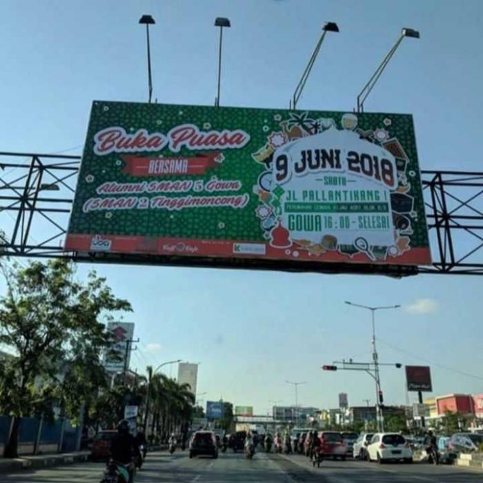 Billboard bukber 2018 di Jl. AP Pettarani, Makassar. Foto: instagram.com/arthur_smudama