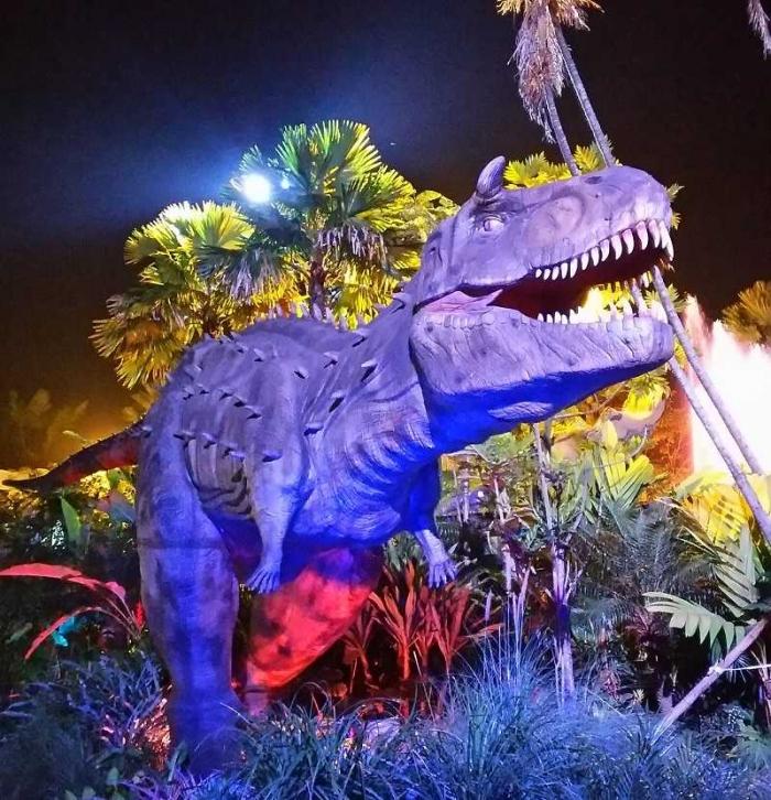 miniatur Dinosaurus di Dinopark Malang Night Paradise (dok.pribadi)