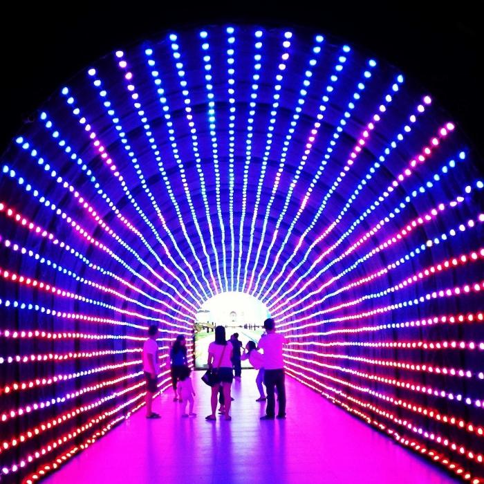 lighting tunnel yang jadi favorit pengunjung (dok.pribadi)