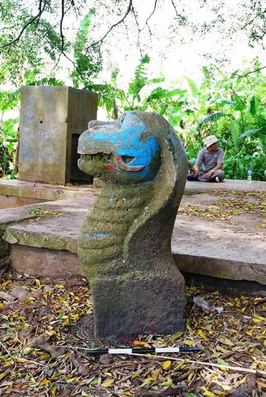 Arca Naga Bale Kambang (Dokumentasi pribadi)