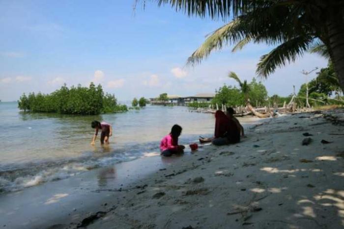 Pantai Pasir Putih. | Dokumentasi Pribadi