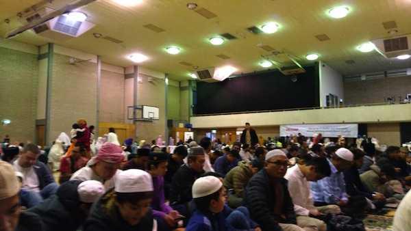 Hampir 400 an warga Muslim Indonesia mengikuti sholat Id di Flinders Uni hall
