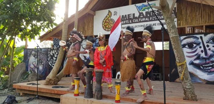 para penari dari Papua Indonesia (dokumentasi pribadi)