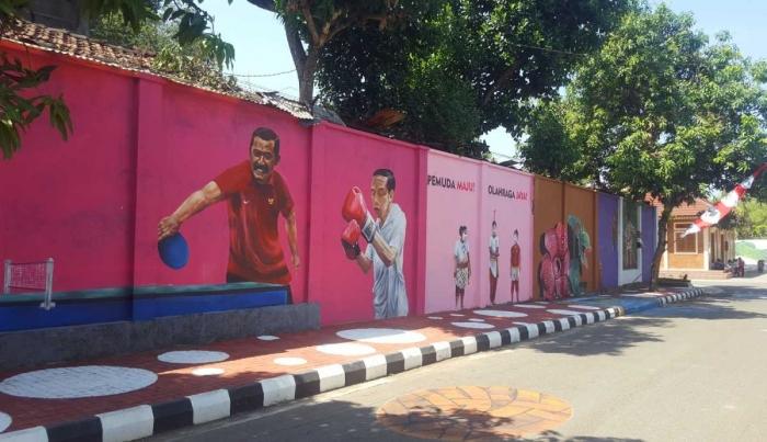 Mural Presiden Jokowi di salah satu bagian tembok (dok. pri).