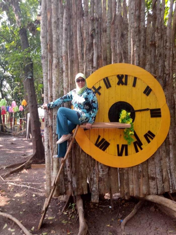 Spot jam (dok. Dewi)