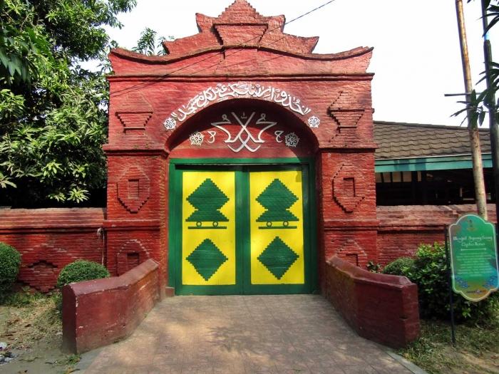Gerbang Masjid Agung Sang Cipta Rasa Cirebon