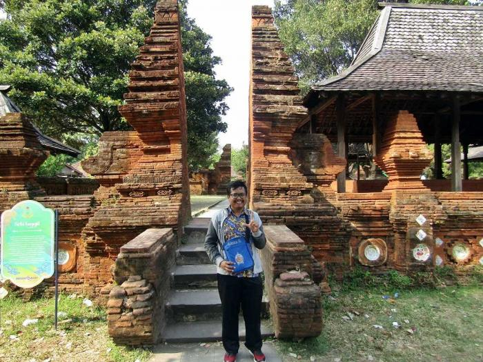 Gerbang Siti Hinggil Keraton Cirebon