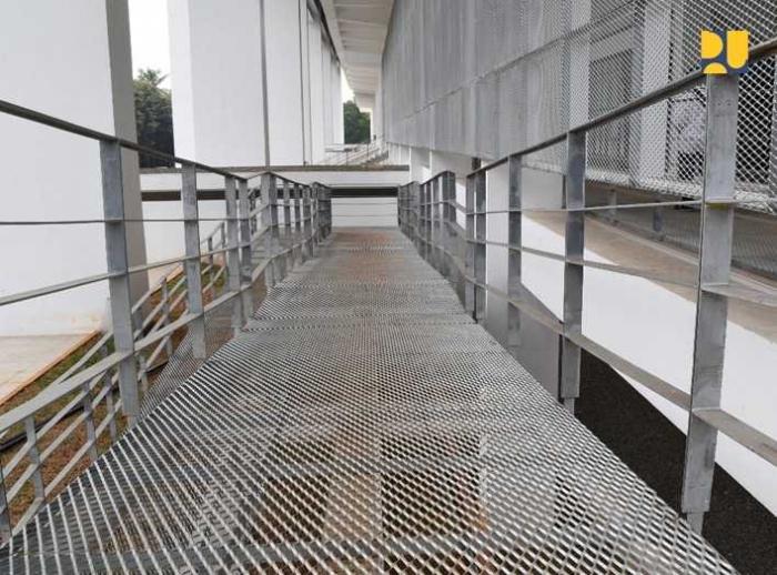 Ramp di Stadion GBK yang lebar dengan tingkat elevasi yang ramah disabilitas/foto dari www.pu.go.id