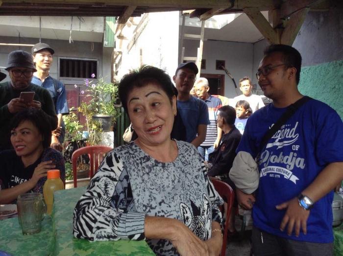 Ci Elis berusaha melestarikan Bubur Ase, masakan khas Betawi. (foto dokumentasi pribadi)