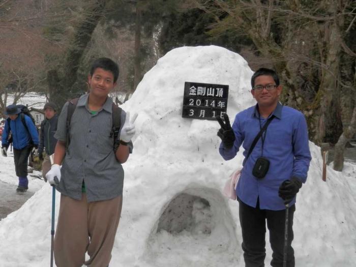 Ketika saya dan Ibrahim diajak hiking bersama Masakazu san dan Sadako san. Sumber foto: Dokumentasi Pribadi