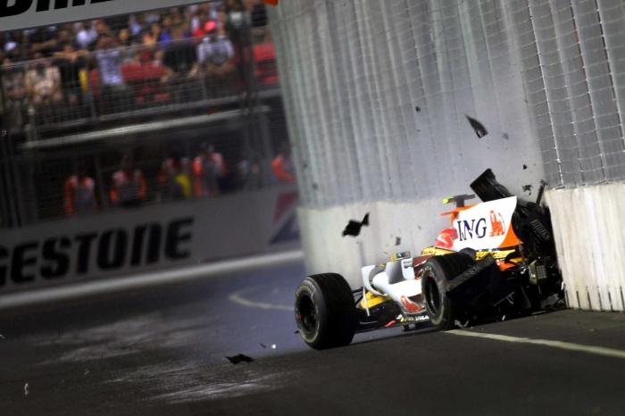 Nelson Piquet Jr sengara tabrakan mobil ke tembok, sumber: Lat Images