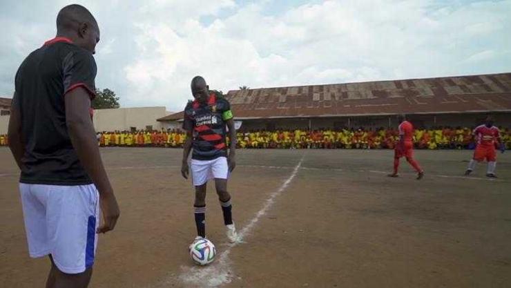 Pertandingan sepakbola di penjara Uganda | vice.com