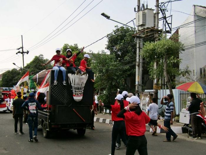 Selain perangkat RT, penggerak karnaval adalah pemuda dalam Karang taruna. - Dokumen Pribadi.
