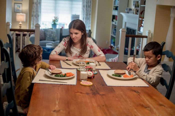 Stephanie saat bersama Miles, anaknya dan Nick, anak Emily (dok. FOX)