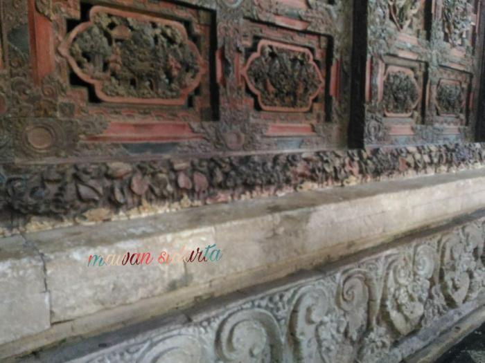 Ukiran dengan ornamen menarik yang menghiasi cungkup makam Sunan Giri (dok.pri)