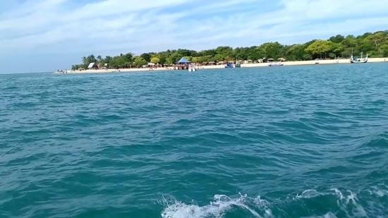 Perjalanan Mengungkap Keindahan Hawaii Indonesia di Ujung Timur Pulau Madura