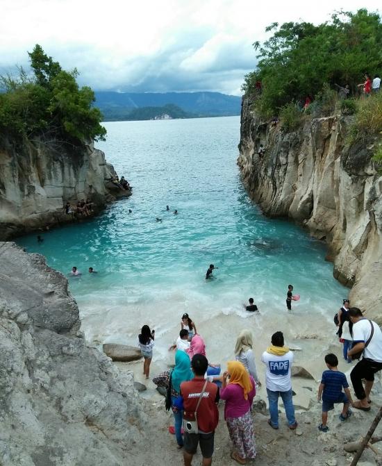 Pantai dan Tanjung nan Indah di Tengah Sulawesi Utara