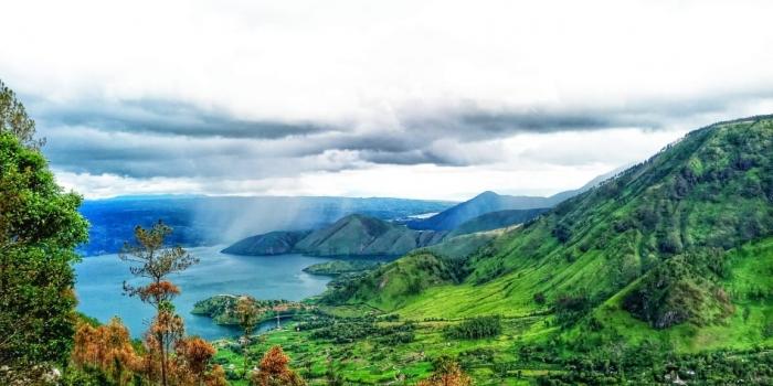 Danau Toba dari Menara Pandang Tele, Samosir. (Dokpri)