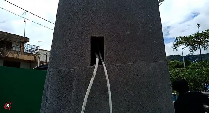 Kabel listrik di tiang/ tugu lampu. (Foto Ganendra)