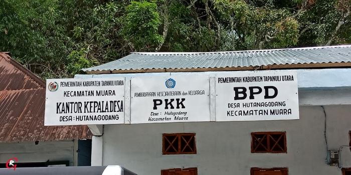 Kantor Kepala Desa Hotanagodang, Muara di pinggiran jalan Sisingamangaraja. (Foto Ganendra)
