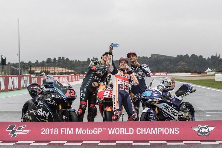 Pose para juara dunia kelas Moto3, Moto2, MotoGP 2018. (twitter.com/HRC_MotoGP)