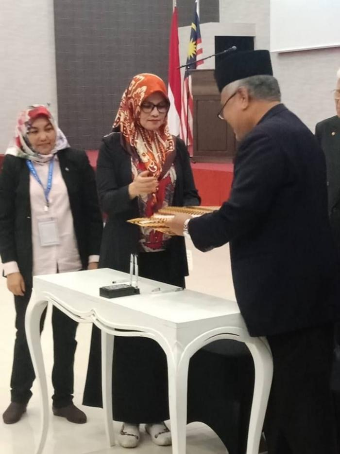 MOU kerja sama UMKM Veni Bumbu dengan Pemerintah Malaysia (Veni Andriana : Tengah / dok. Veni).