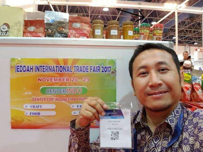 Produk Veni Bumbu di Jual di Jeddah International Trade Fair (ditunjukan dengan panah hitam / dok. Veni).