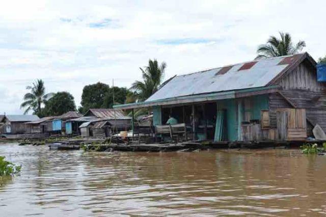 Rumah-Rumah Lanting yang terdapat di sekitar wilayah perairan Sungai Martapura. (sumber : kumparan.com)
