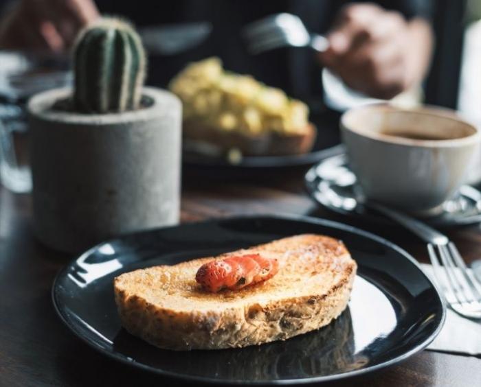 Selain menyediakan kopi, Coffeenatics juga menyajikan aneka kue dan makanan foto dok. pribadi