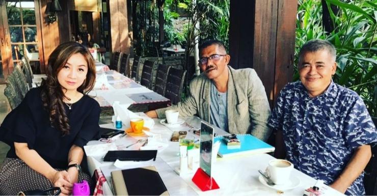 Ilustrasi: Penulis bersama Prof. Akbar dan Christine Halim, Ketum ADUPI di Surabaya (28/12/18). Sumber: Pribadi