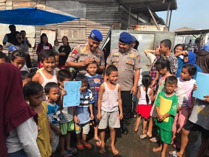 Bersama anak-anak di Desa Nelayan Gabion Sumut.