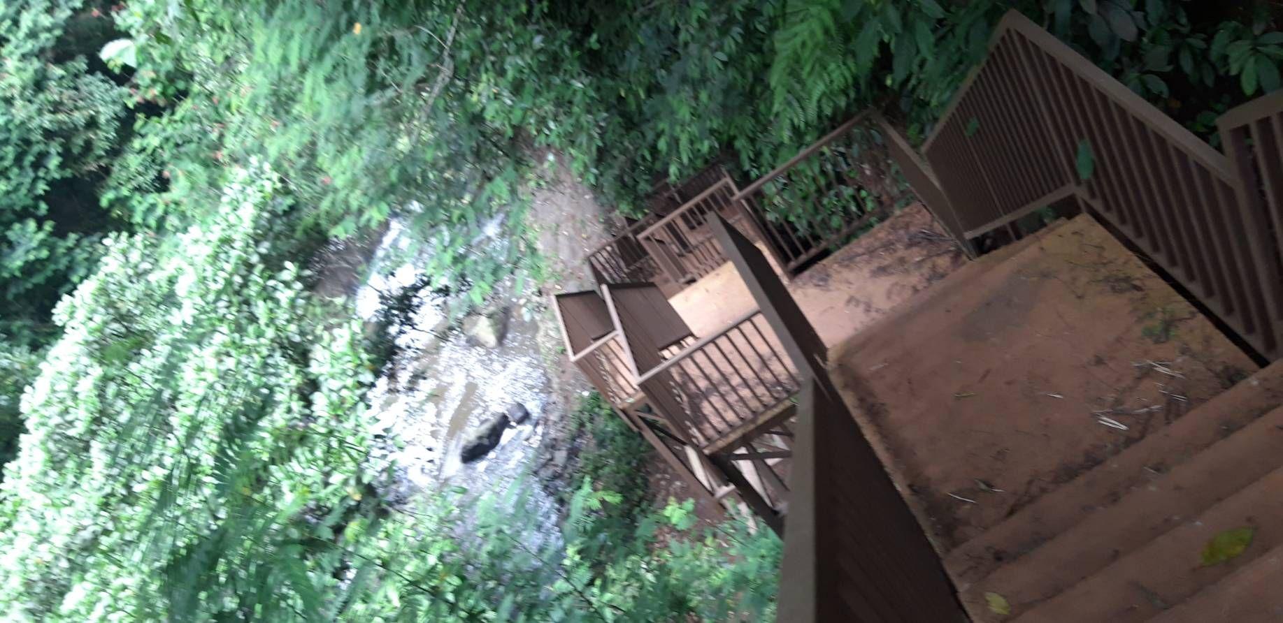 Tangga turun menuju Batu Batik