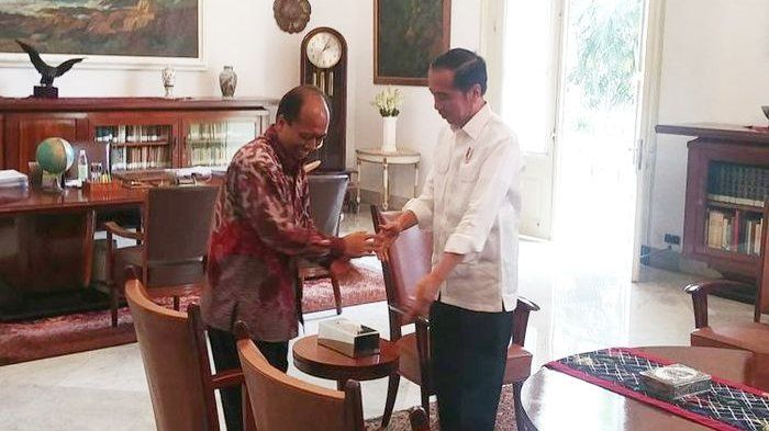 Sutopo bertemu jokowi (aceh.tribunews.com)