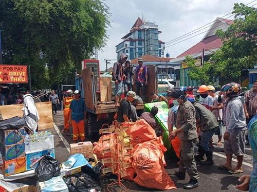 Camat Ujung Pandang Turun Langsung Relokasi PK5 ke Kanre Rong Ri Karebosi (Sumber gambar: Humas Pemkot Makassar).
