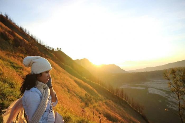 selamat-pagi-bukit-cinta-bromo-5c4856ce677ffb48113d5e44 - Witness the Exotic Golden Sunrise of Bromo - paket wisata