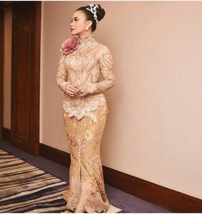 Mari Lestarikan Budaya Leluhur Dengan Tetap Memakai Pakaian Khas