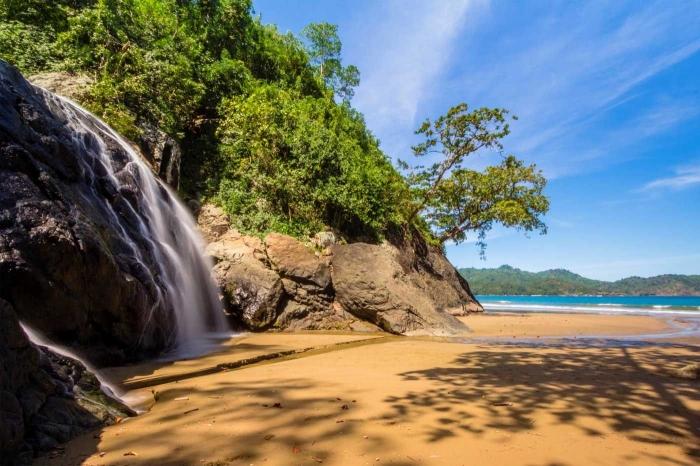 pantai-banyu-anjlok-malang-jawa-timur-5c5170b4ab12ae64f34ec3e6.jpg