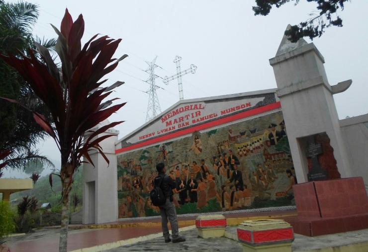 Monumen dan makam missionaris Pendeta Henry Lyman dan Samuel Munson, di Desa Lobu Pining, Adiankoting, Tapanuli Utara, Provinsi Sumatera Utara. (Foto by Mora)
