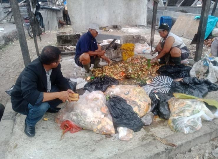 Ilustrasi: Penulis di TPA Sarbagita Sawung Denpasar Bali (19/1). Sumber: Pribadi