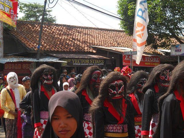 Cepetan, tarian rakyat dari Desa Wadasmalang Kecamatan Sadang Kab. Kebumen. Dokumen pribadi.