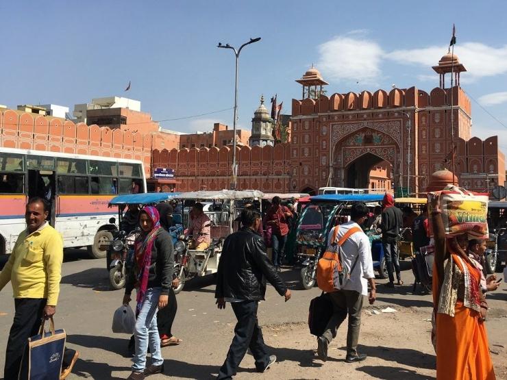 Salah satu gerbang Pink City, Jaipur. (Foto oleh WIDHA KARINA)