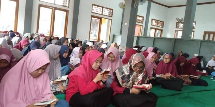 Santri ponpes Al Aman Cimanggu Sukabumi. | Sumber Foto : Dian Riri