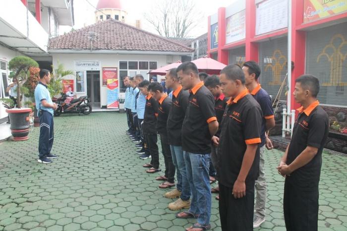 Kepala Rutan Garut, Sukarno Ali memberikan amanat sebelum melaksanakan kegiatan asimilasi | Dokpri