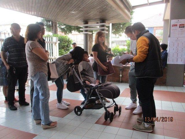 ket.foto: salah seorang Pemilih membawa bayi di kereta dorong./dokumentasi pribadi